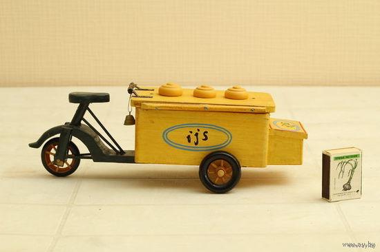 """Старинная игрушка """" мотоцикл с мороженным"""" Голландия,дерево длин.31см,выс.9см"""