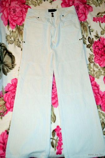 Белые женские брюки 42-44 размера в идеальном состоянии