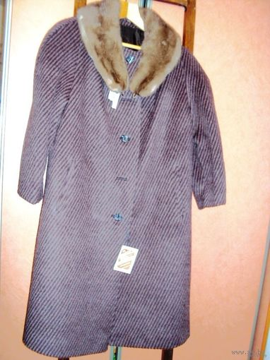 Пальто новое, зимнее. разм.54, на ватине,воротник- норка.