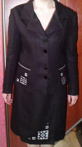 Костюм женский из льняной ткани.