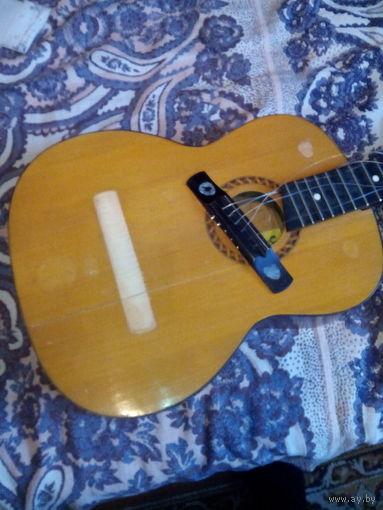 Шестиструнная гитара для ремонта с продажей