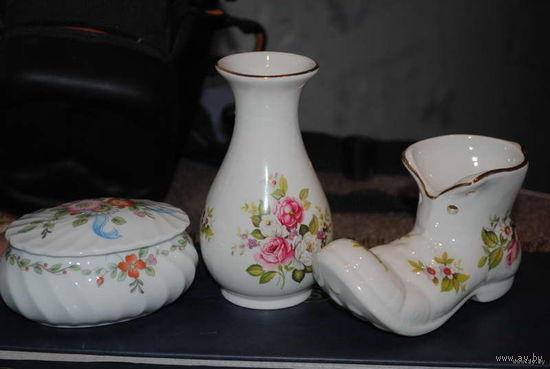 Лот фарфора., - три предмета: шкатулка, ваза и башмачок пр.Англия/England., - за 100 у.е.