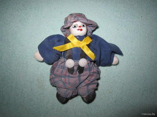 Клоун с мягким телом и фарфоровой головой