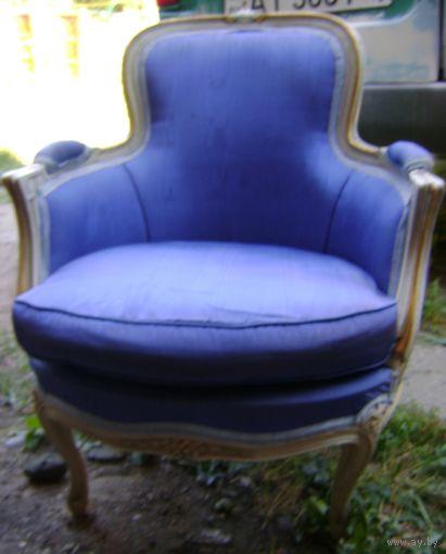 Кресло старинное. Ретро. Атлас.