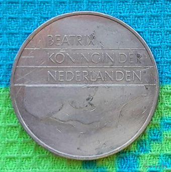 Нидерланды 2 1/2 гульденов 1988 года. Беатрикс. Подписывайтесь! Много новых лотов в продаже!!!