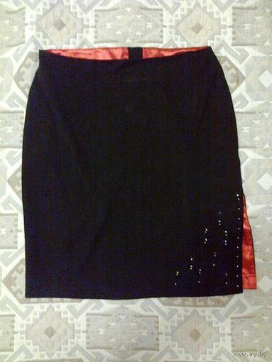 Красивая юбка с красным разрезом, р.46