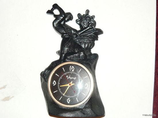 """Часы с подчасником """"Данило мастер"""" 1966г.чугун.литьё."""