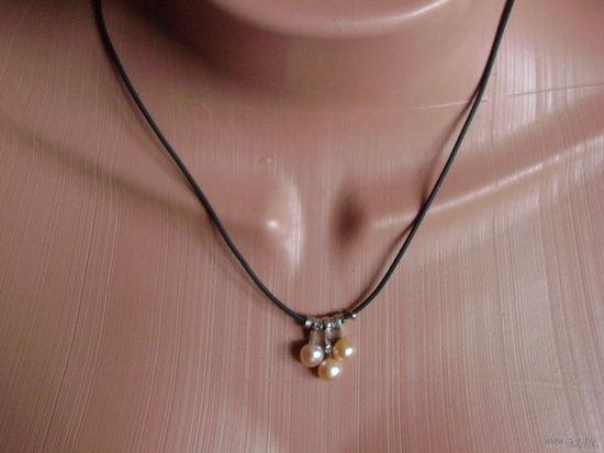 Украшение на шею с подвеской из 3 нежно-розовых натуральных жемчужин.