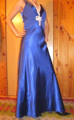 Шикарное атласное платье макси, р.44. Богатая добротная ткань