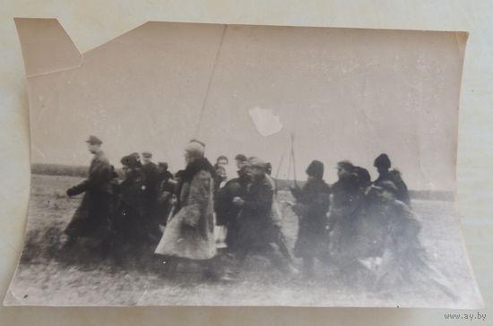 "Фото ""Раздел помещичьей земли в имении помещика Скиримунта"", Жабинка, 1930-е гг."
