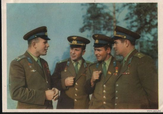 ИЗОГИЗ 1963 Первые летчики-космонавты СССР