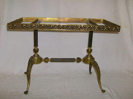 Шикарный  столик - консоль. Бронза .  Вес  7,5 кг.