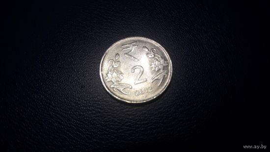 Индия 2 рупии 2012 год (.)_km#395_Noida XF -с 50 коп.