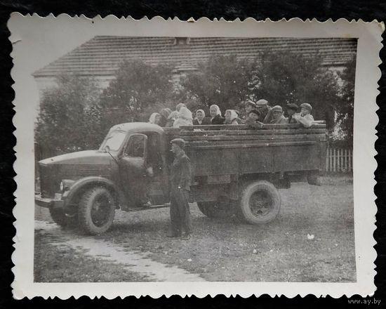 Фото грузовой машины. На экскурсию в Минск. 1964 г. 8.5х11 см.