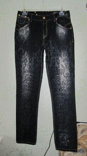 Брендовые джинсы BRIGHT JEANS прямые, с тисненой шелковистой поверхностью, р.W33/L34. Такие будут только у вас!