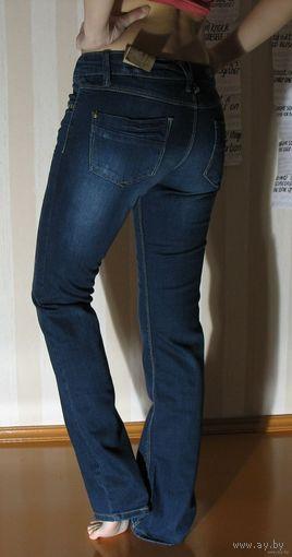 Джинсы STRADIVARIUS (Испания) - разм.28, цвет - темно-синий, классика, НОВЫЕ