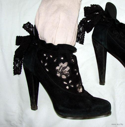 Итальянские кожаные полусапожки фирмы Vero Cuoio (оригинал, куплены в Италии), натуральная кожа, спереди кружевные (см. фото), размер 39. Очень крепкие каблуки и супинатор, профилактика и набойки в по