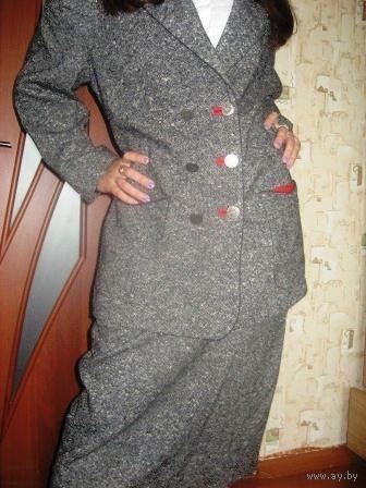 Шикарный КОСТЮМ с оригинальными пуговицами и ФАСОНОМ р.50-48 Модно-серого цвета. ШЕРСТЬ