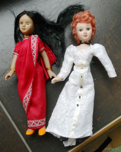 Две куклы фарфоровые