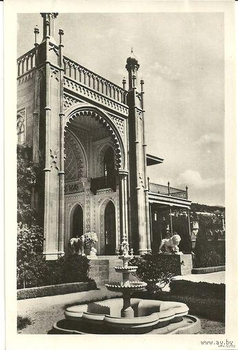 Почтовая открытка Крым Алупка Вход в музей 1958