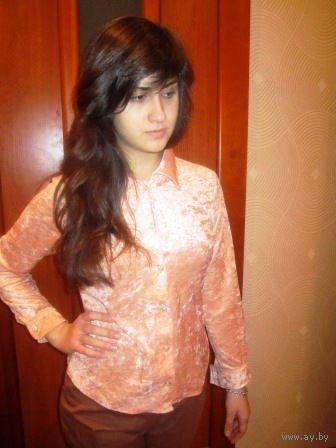 Девочки. не проходите мимо. Цвет персик.Рубашка Плюш. Стильно. Смотрится дорого р. 42-44