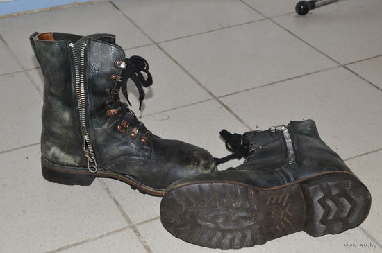 Из прочной и мягкой натур.кожи ботинки Бундесвера 50-х.р 42-43.Супер сохран при лёгкой потёртости.Редкий тип на молнии-тракторе.Удобно -не надо вошкаться со шнурками.