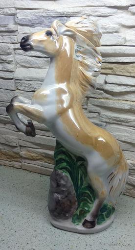 Бутылка лошадь Украина
